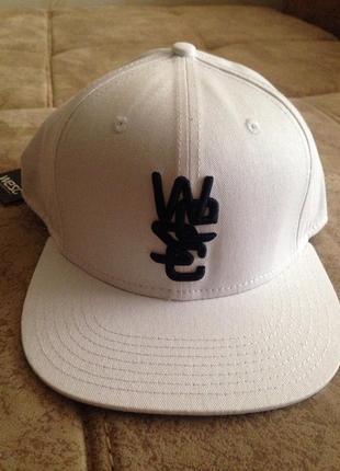 Новая белая кепка унисекс wesc
