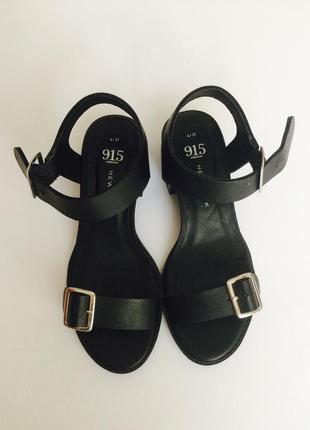 Босоножки с пряжкой на толстом каблуке новые new look