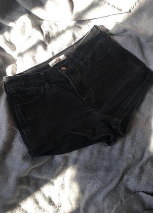 Короткие чёрные джинсовые шорты hollister