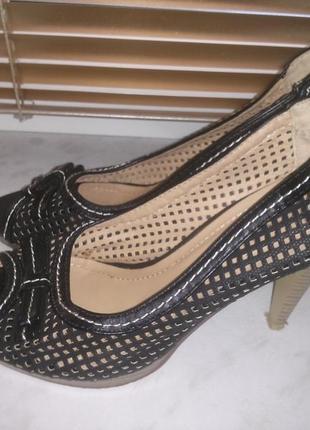 Туфли с перфорацией