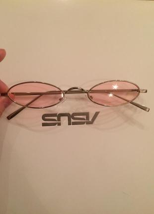 Овальные розовые очки