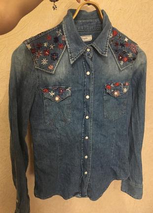Рубашка с вышивкой джинс wrangler