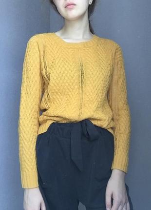 Осенний свитер горчично - жёлтого цвета