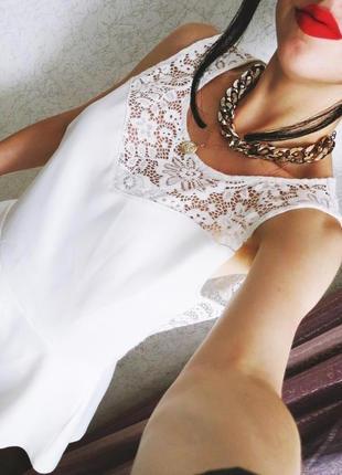 Блуза белая шикарная с ажурной , кружевной  спинкой и баской