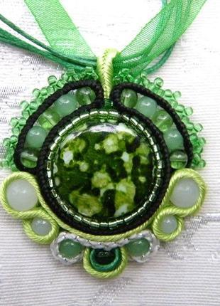 Зеленый перламутровый кулон ручная работа