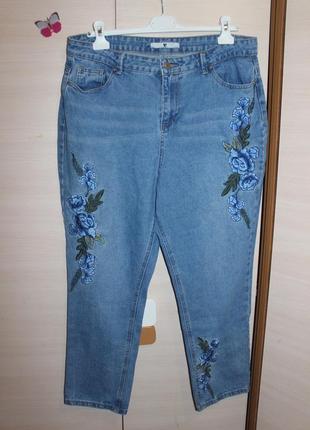 Стильние джинси с вишивкой