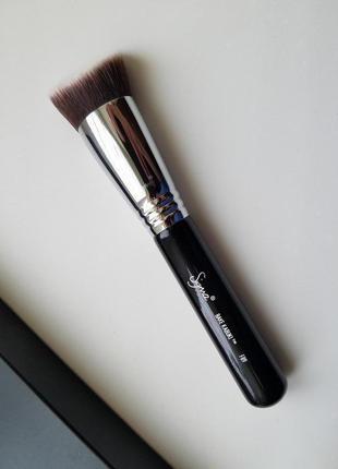В наличии кисть для пудры или тонального крема sigma f89 bake kabuki
