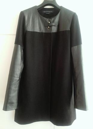 Стильное пальто с деталями из искусственной кожи