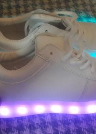 Кроссовки со светящей led подошвой зарядка usb кабелем