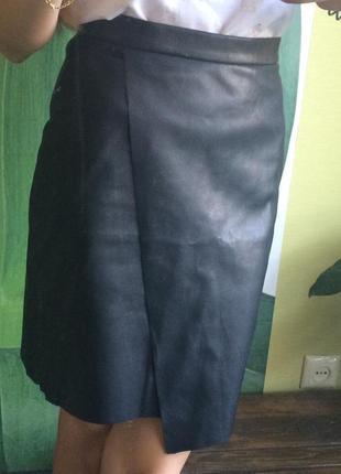 Черная юбка из эко кожи