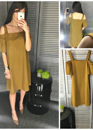 Стильное платье горчичного цвета с голыми плечами