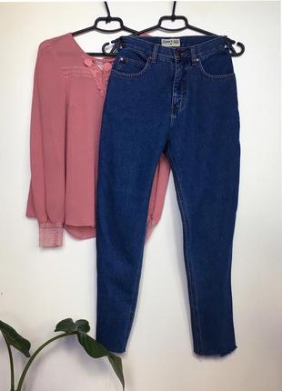 Крутые джинсы с высокой посадкой