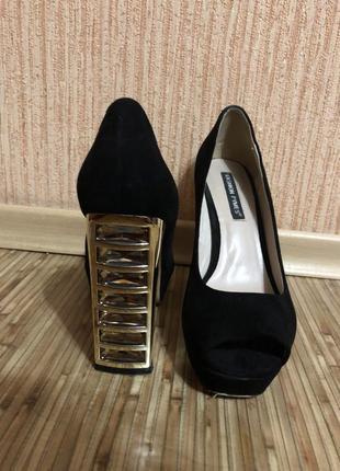 Туфли черные замшевые на высоком каблуке