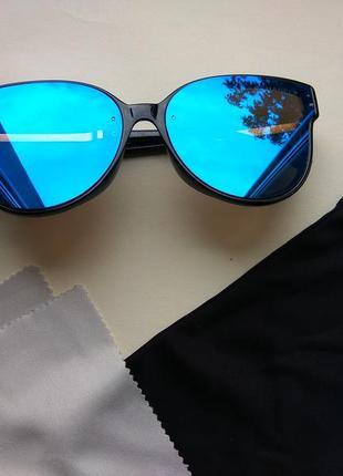 Женские солнцезащитные очки зеркальные голубые