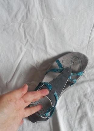 Спортивные босоножки,очень удобные и легкие,на узкую ножку,на стельку 26,5 см