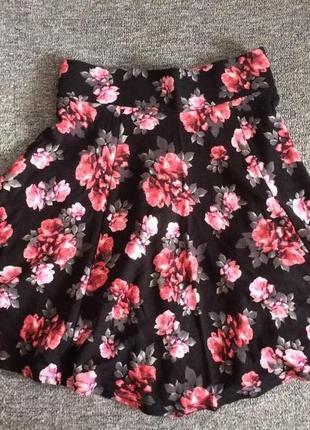 Ярка мини-юбка