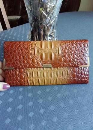 Кожаный красивый кошелек фирмы calandre
