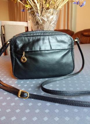 Кожаная черная сумка кроссбоди фирмы fancy