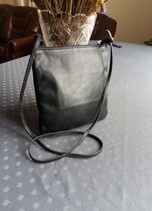 Кожаная черная сумка кроссбоди