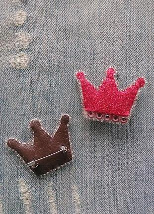 Яркая в блестках брошь корона для прекрасных и оригинальных