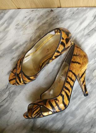 Элегантные лаковые туфли лодочки с открытым носом животный принт леопардовый