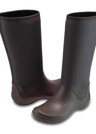 Утепленные дождевые сапоги crocs, womens rainfloe tall boot, размер w9.