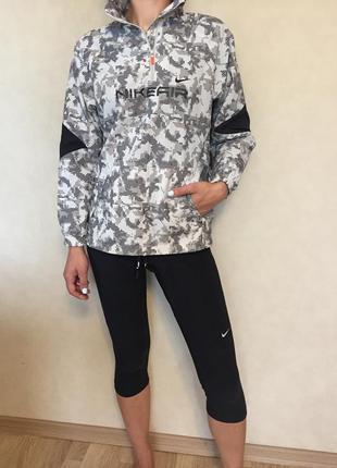 Куртка ветровка спортивная nike 10-12 лет