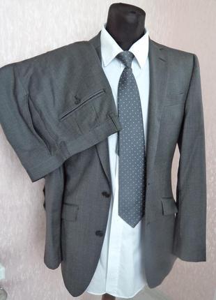 Классический серый мужской костюм, р. 46. приталенный