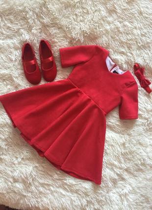 Красивое красное платье в комплекте