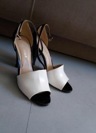 Трендовые босоножки высокий каблук