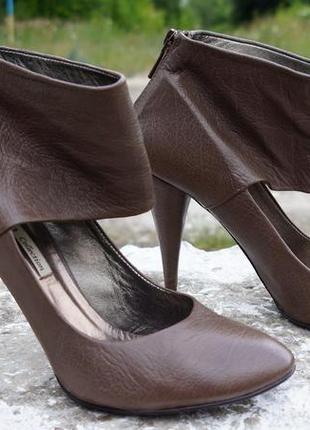 Стильні шкіряні туфлі zara women