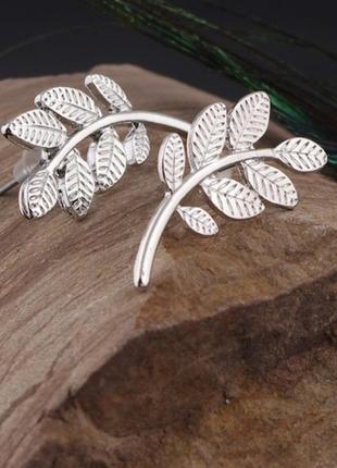 Серьги пины листья