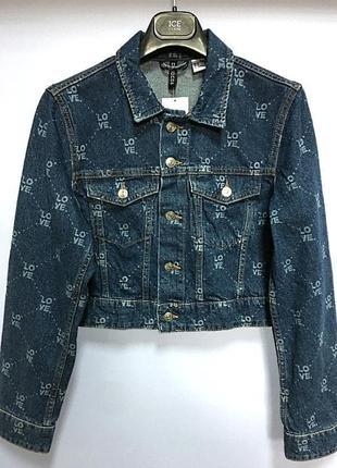 Короткая джинсовая куртка h&m.