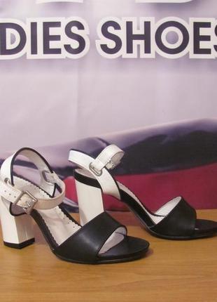 Распродажа! босоножки (польша)стильные летние босоножки на толстом устойчивом каблуке