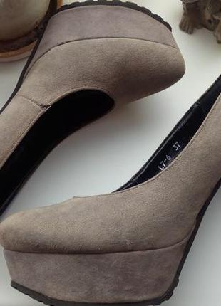 Туфли на высоком каблуке martin