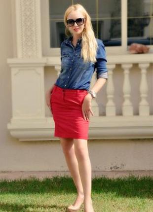 Красная юбка кэжуал стиля