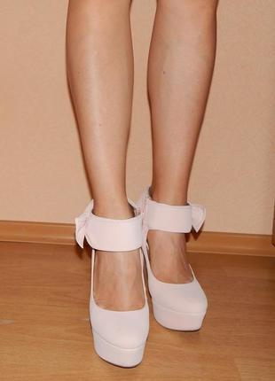 Шикарные туфли нежно розового цвета с бантиками