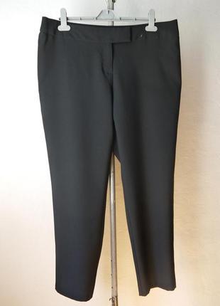 Укороченые зауженые к низу брюки