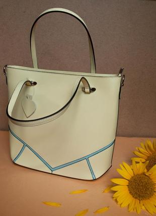 Яркая сумка из натуральной кожи