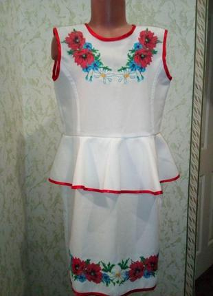 Платье с вышитыми маками с баской для школьницы.