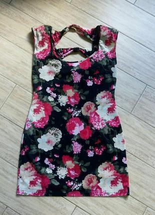 Платье короткое в цветочный принт миди