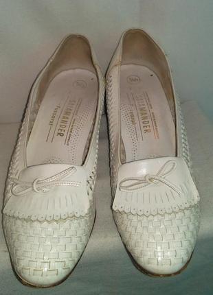Красивые плетеные туфли с бантиком