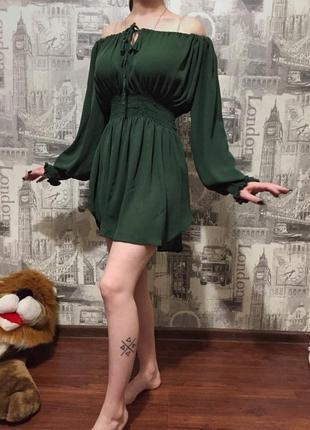 Платье на спущенные плечи zara