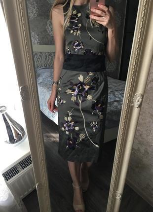 Шёлковое шикарное платье с вышивкой