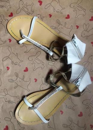 Симпатичные босоножки, сандалии  vera pelle распродажа -50%