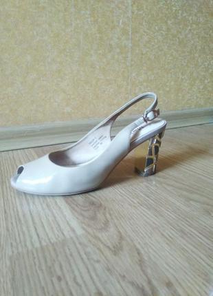 Босоножки на каблуке maria moro