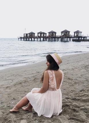 Короткое платье с открытой спиной