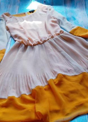 Легкое платье с открытой спинкой