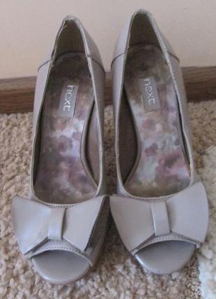 Лаковые туфли на толстом каблуке next