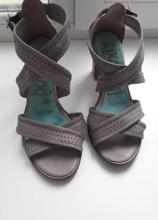 Кожаные босоножки на низком каблуке кожані босоніжки сандалии кожа натуральная